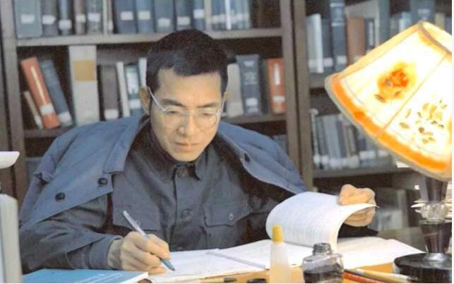 陈景润攻克世界性数学难题,哥德巴赫猜想的研究方面取得了重大成就